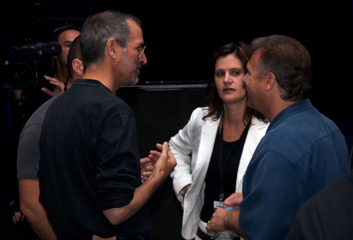 Steve Jobs, Katie Cotton and Phil Schiller, 7 Aug 2006