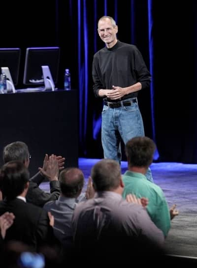 9 Sep 2009 - Steve Jobs smiles as the crowd cheers his return after his liver transplant